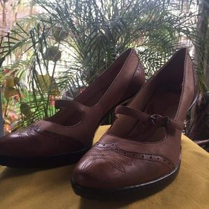 Brown sofft. Leather pumps, strap, size9.5m